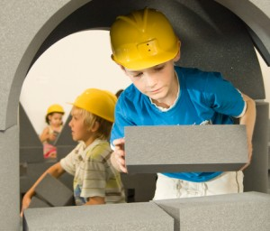construction_site_3_kids_building