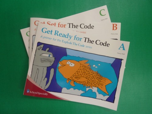 Do you have a young learner who is eager to learn to read? Are you looking for a good, easy-to-use, phonics program? Explode the Code offers all of these and it is a great way to introduce phonics and early reading to your young ones. You can do early phonics with Explode the Code Primers.